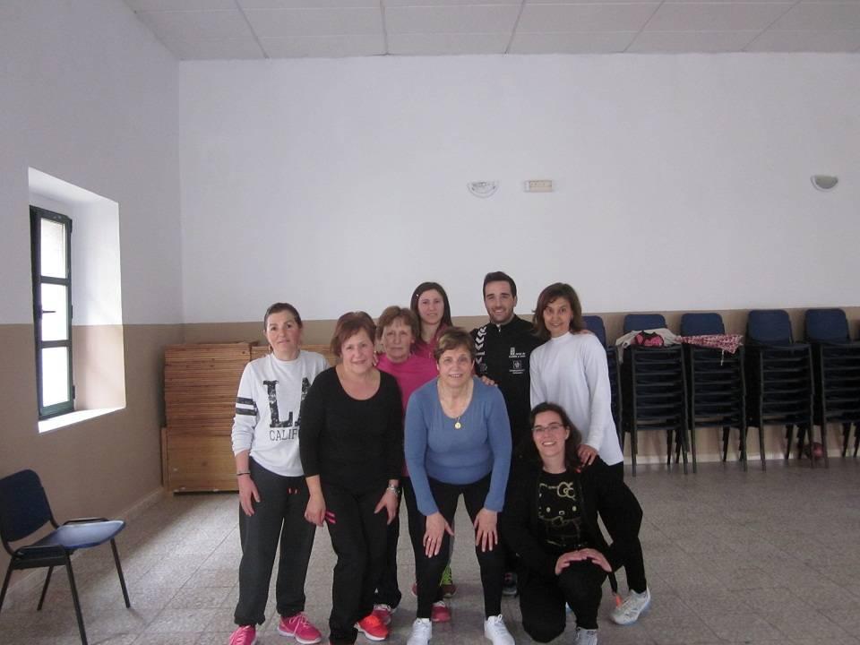 Mujeres de Cantalpino practican gimnasia todas las semanas