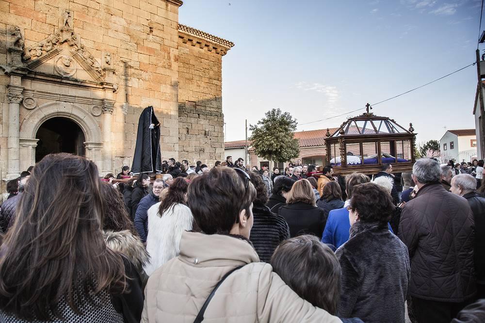 Multitudinaria procesión de Viernes Santo en Cantalpino