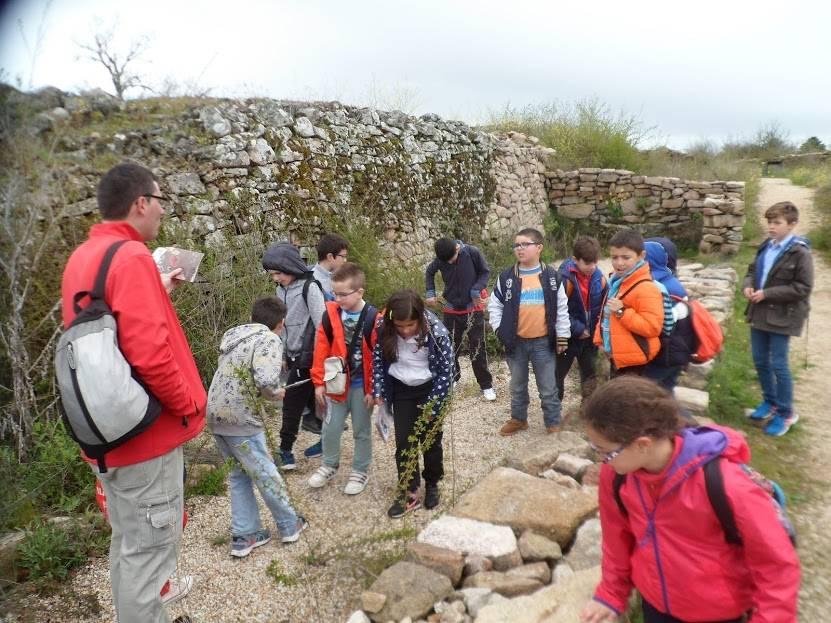 Los alumnos de C.R.A Eusebia Palomino visitan El Castro de Yecla de Yeltes