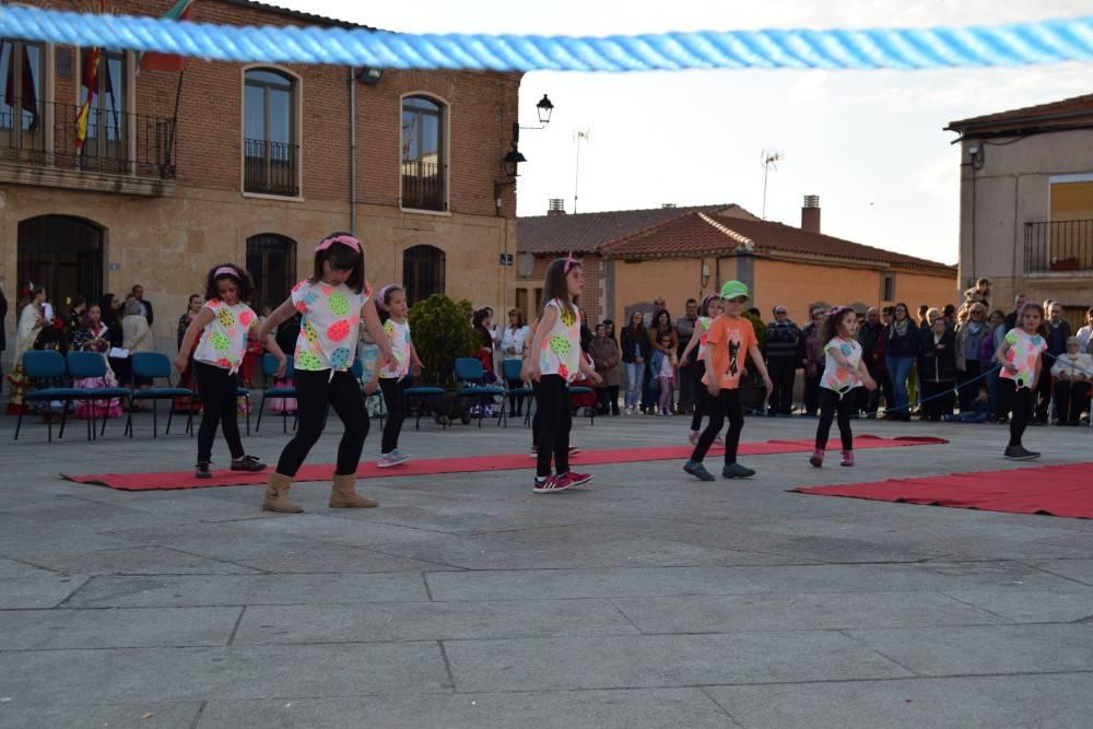 Los grupos de baile locales amenizan la tarde-noche a cantalpineses y visitantes
