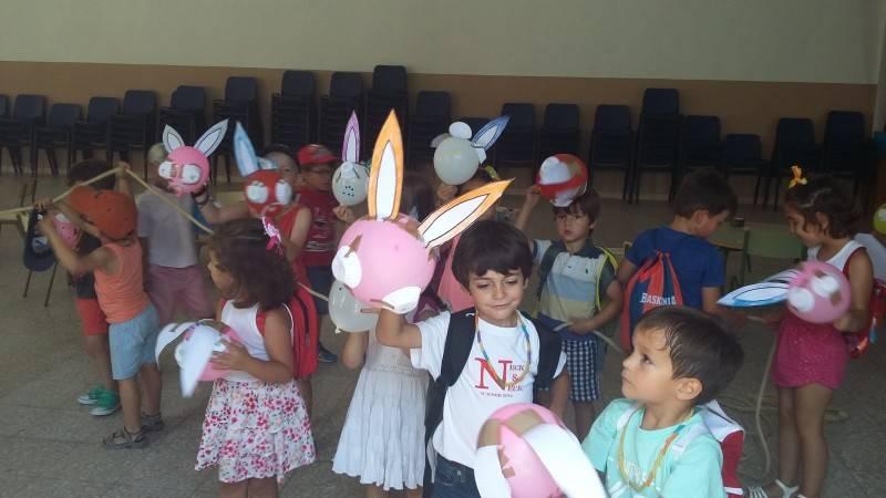 Conejitos de Pascua y Piscina en la segunda jornada del Campamento Sor Eusebia