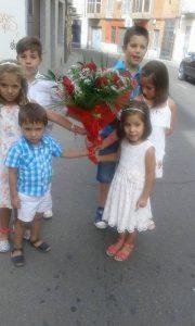 Izan, Mara, Iker, Aroa, Mario y Alicia bisnietos de la Señora Elena